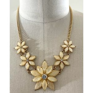 ❤️ Floral Statement Necklace